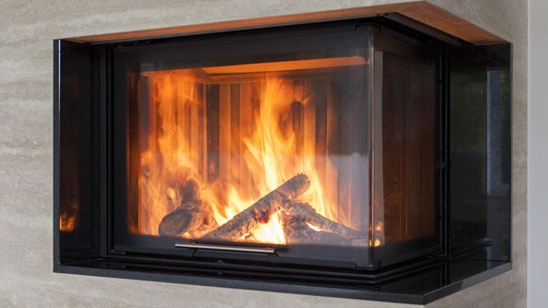 Säästä lämmityskuluissa puulämmityksen avulla – tässä polttopuutietoa klapinteosta varastointiin