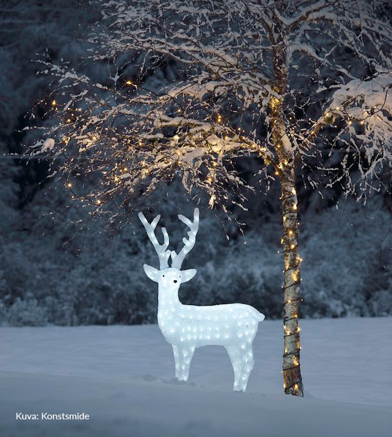 valaistu peura ja puu